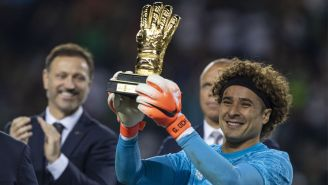 Guillermo Ochoa presume el Guante de Oro en Copa Oro