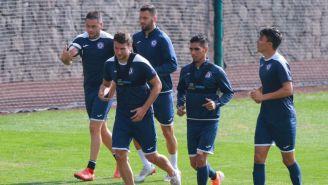 Jugadores de Cruz Azul en un entrenamiento en La Noria