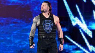 Roman Reigns hace su entrada al ring