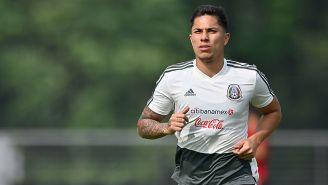 Carlos Salcedo en un entrenamiento con el Tri