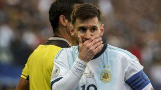 Messi se cubre la boca en el juego entre Chile y Argentina