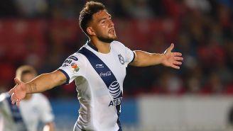 Cavallini festeja un gol con La Franja del Puebla