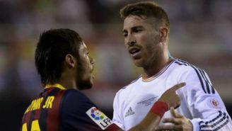 Neymar y Ramos hablan durante un juego entre el Barça vs Real Madrid