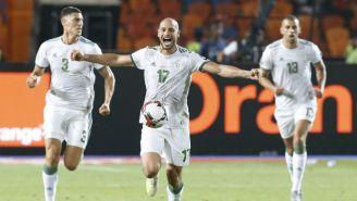 Jugadores de Argelia festejan en la Final de la Copa Africana