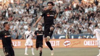 Carlos Vela celebra ante el Galaxy en la MLS