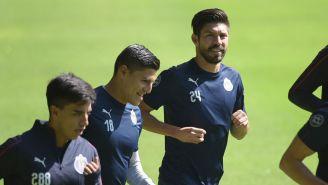 Oribe Peralta en un entrenamiento con Chivas