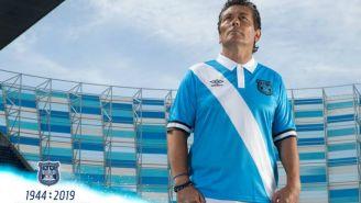 Carlos Poblete presentó la nueva playera de Puebla