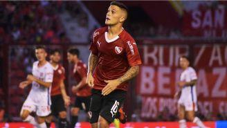Fabricio Bustos en un partido con Independiente