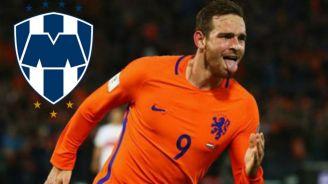 Vincent Janssen celebra un gol con Holanda
