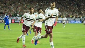 Jugadores de la Selección Mexicana celebran uno de los goles durante la Copa Oro
