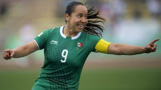 Charlyn Corral festeja un gol con México