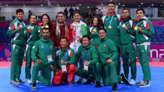 Delegación mexicana de taekwondo tras conquistar sus preseas