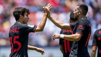 Héctor Herrera y Sánchez festejan un gol