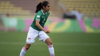 Kenti Robles durante un juego de la Selección Mexicana