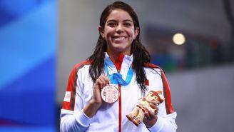 Alejandra Orozco, posa con su medalla de bronce