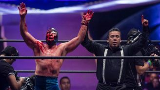 Blue Demon Jr. festeja triunfo en Triplemanía XXVll