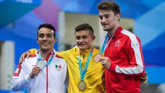 Competidores presumen sus medallas