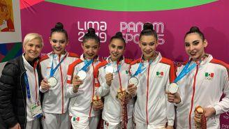 El equipo mexicano de gimnasia presume su medalla de plata