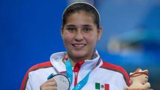Dolores Hernández posa con su medalla de Plata