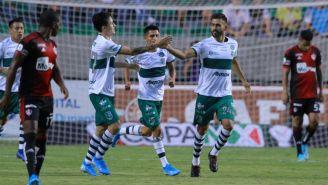 Juan Basulto festeja su gol frente a Atlas en la Copa MX