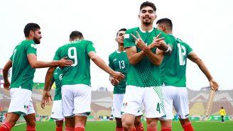 Jugadores del Tri celebran un gol contra Ecuador en Lima 2019