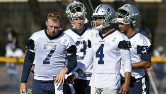 Cooper Rush, Mike White, Dak Prescott y Taryn Christion en entramiento con los Cowboys
