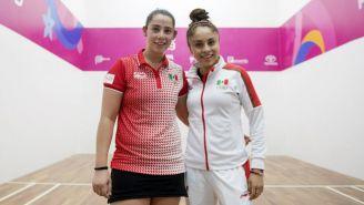 Montserrat Mejía y Paola Longoria tras ganar la medalla de Oro