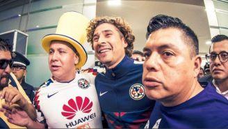 Memo Ochoa, feliz a su llegada a la Ciudad de México