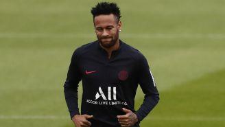 Neymar durante un entrenamiento del PSG