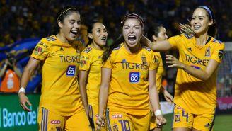 Katty Martínez celebra uno de sus goles ante Rayadas