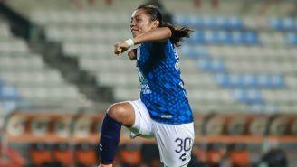 Esbeydi Salazar festeja su gol ante Cruz Azul