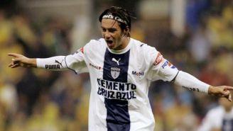 Juan Carlos Cacho festeja su gol vs América en la Final de C2007