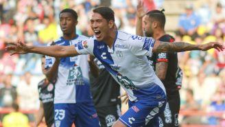 Leonardo Ulloa celebra uno de sus goles con Pachuca