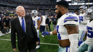 Jerry Jones y Ezekiel Elliott tras un juego de Dallas