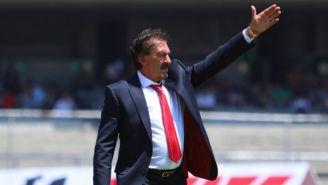 Ricardo La Volpe lanza un grito en el juego entre Pumas y Toluca