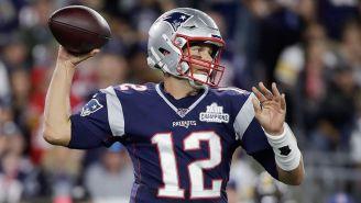 Tom Brady a punto de lanzar un pase contra Steelers