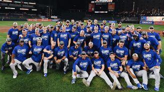 Los Dodgers posan con su indumentaria de monarcas