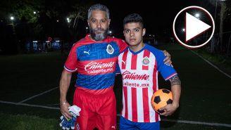 Enrique Gómez comparte con su padre la pasión por el futbol
