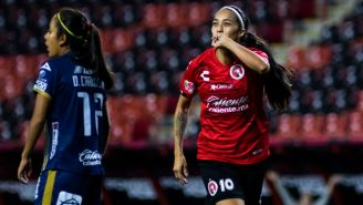 Renae Cuéllar celebra uno de sus goles en la Liga MX Femenil