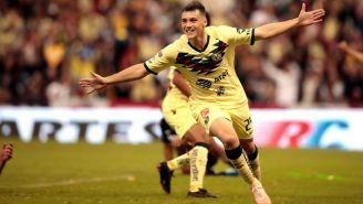 Federico Viñas festeja su primer gol con América