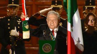 Andrés Manuel López Obrador dando su primer Grito de Independencia