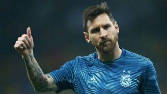 Messi levanta el pulgar con la selección de Argentina