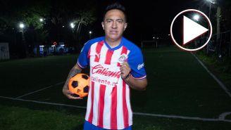 Alan Martínez luce la playera de Chivas