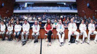 Ana Guevara y varios atletas durante el reconocimiento