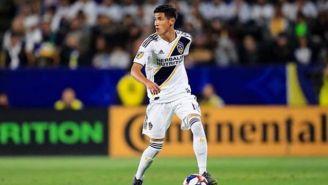 Uriel Antuna conduce el balón en un juego con el Galaxy