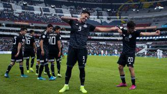 Jugadores del Tri festejan en el Estadio Azteca