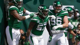 C.J. Mosley (centro) en un partido con los Jets
