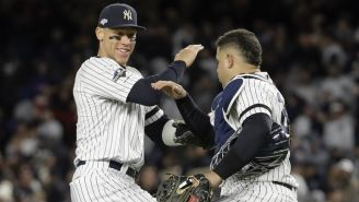 Yankees celebra un homerun contra los Astros de Houston