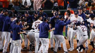 Los jugadores de los Astros  festejan la victoria sobre Yankees