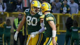 Graham celebra su touchdown con Aaron Rodgers